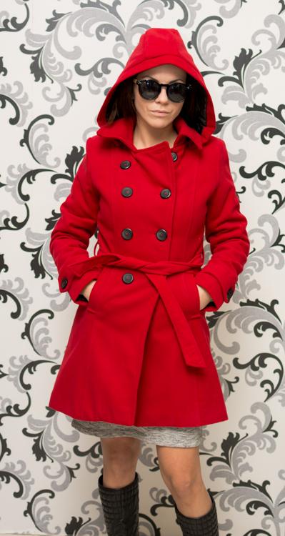 Дамско червено палто с качулка - вталено 4