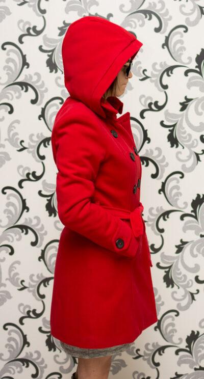 Дамско червено палто с качулка - вталено 5