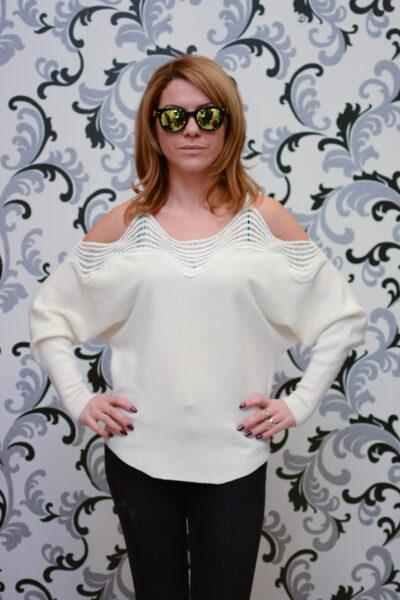 Дамска плетена блуза с голо рамо - бяла 1