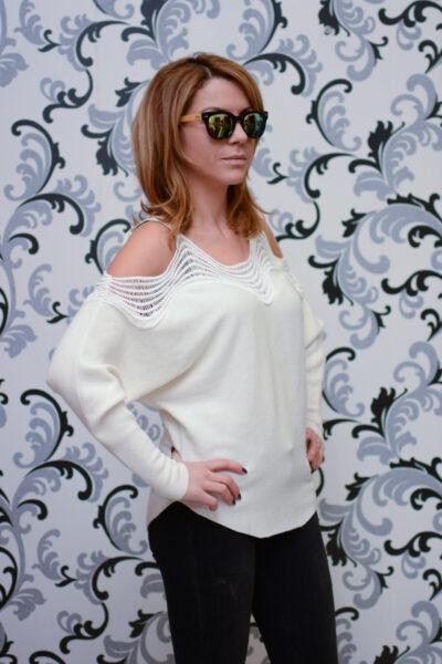 Дамска плетена блуза с голо рамо - бяла 3
