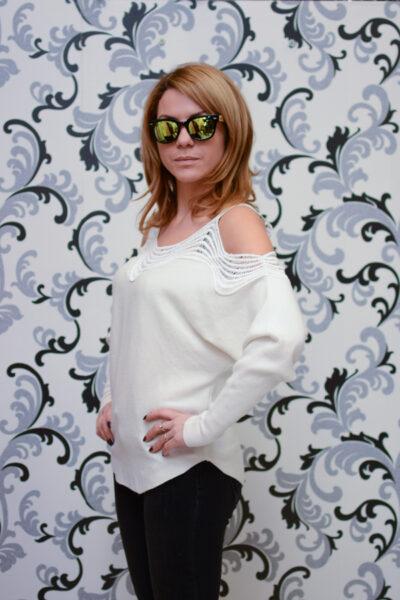 Дамска плетена блуза с голо рамо - бяла 2