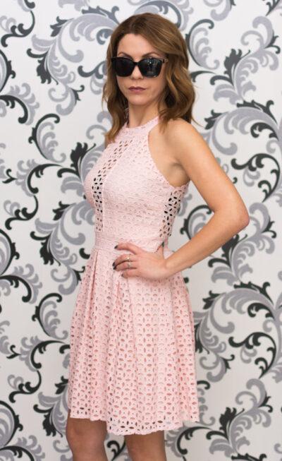 Розовз дантелена рокля