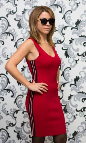 Червена плетена рокля