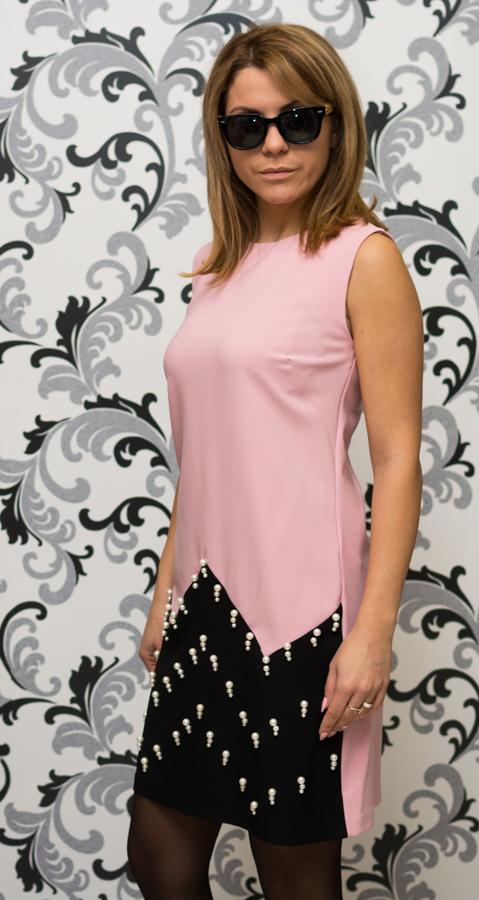 Розова рокля с перли