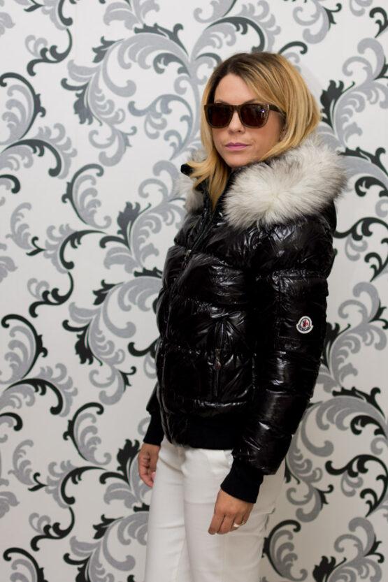 Дамско късо зимно яке с лого - черно 1