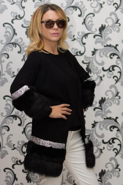 Дамска плетена жилетка с декорация - черна 3