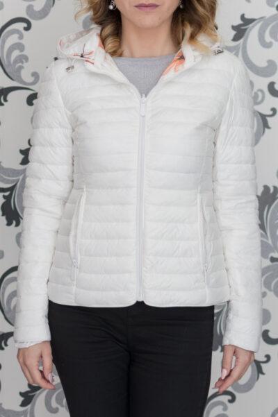 Бяло тънко яке с качулка