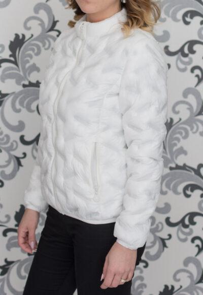 Тънко пролетно яке в бяло