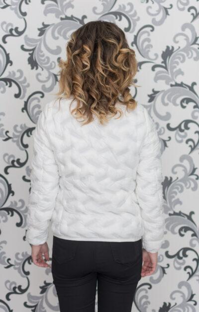 Бяло пролетно яке