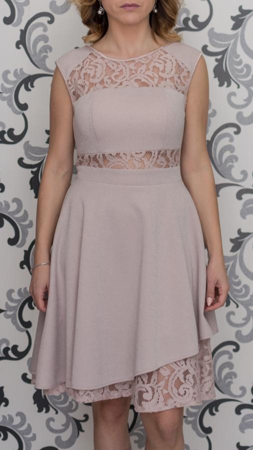 Розова рокля с дантела