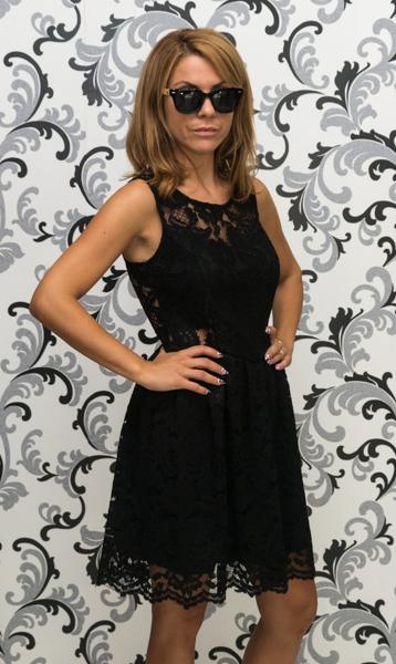 Дамска черна дантелена рокля - разкроена 3
