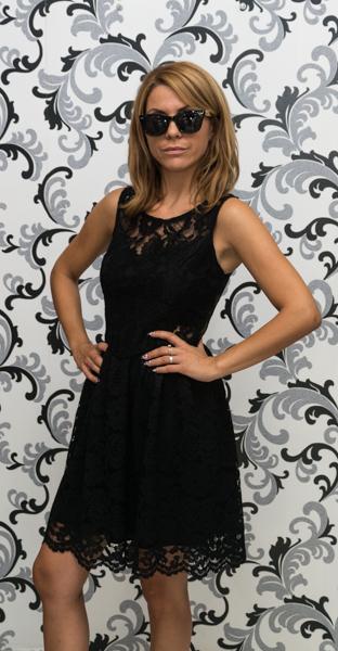 Дамска черна дантелена рокля - разкроена 2