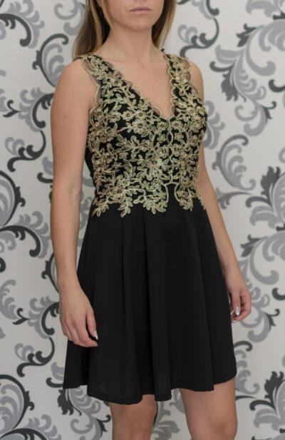 Черна рокля със златна дантела
