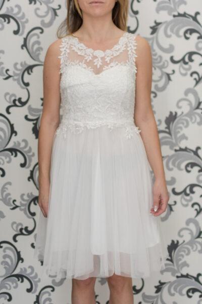 Бяла рокля с дантела и тюл