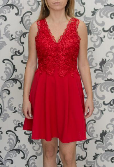 Червена рокля с дантела