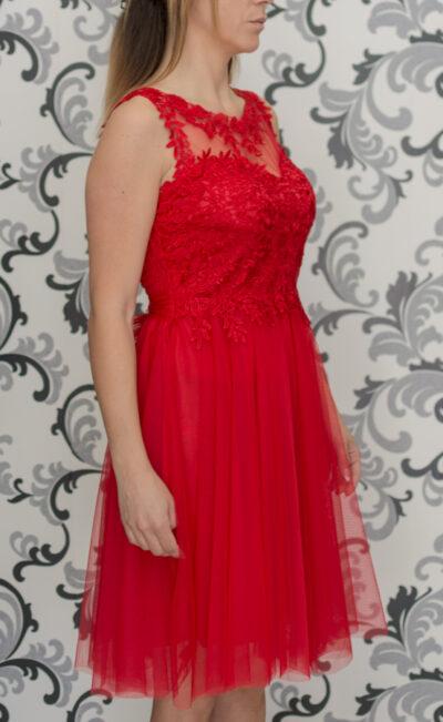 Червена рокля с тюл