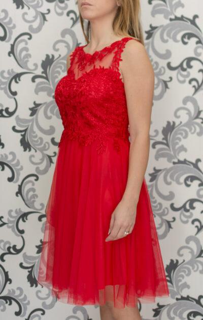 Червена рокля с тюл и дантела