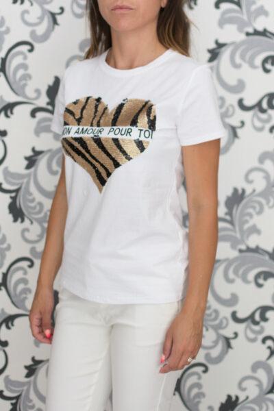 Бяла тениска с декорация