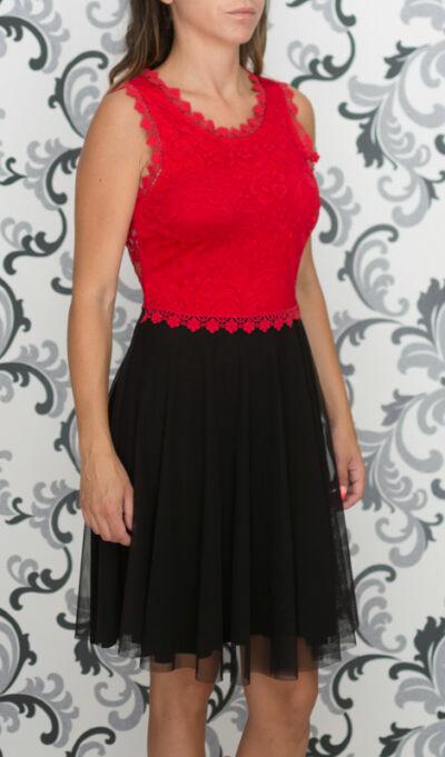 Разкроена рокля в черно и червено
