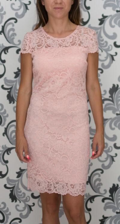 Розова дантелена рокля