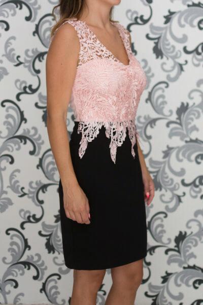 Вталена рокля в розово и черно