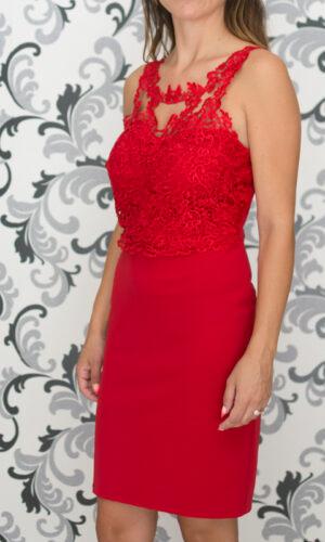 Червена вталена рокля