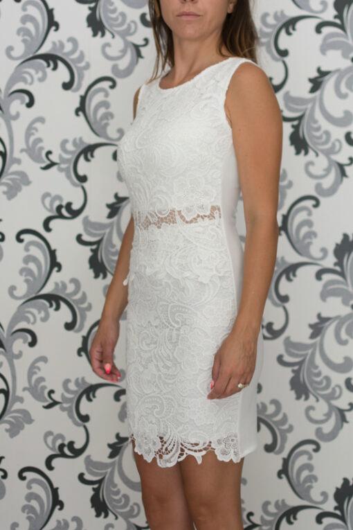 Вталена бяла рокля