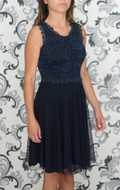 Тъмносиня рокля с дантела