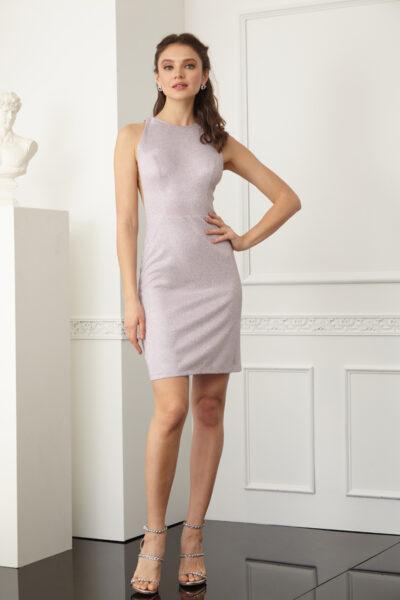 Вталена розова рокля