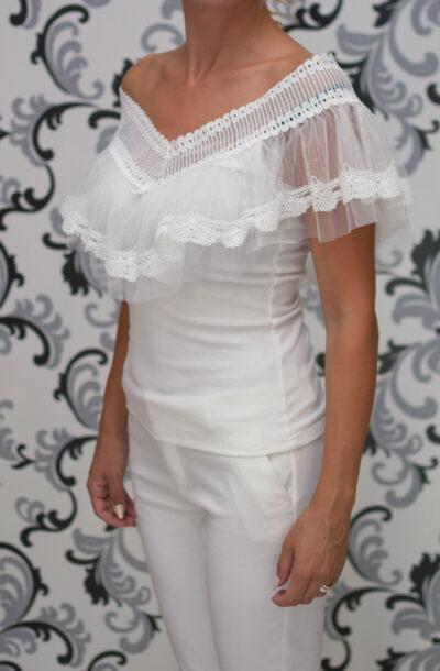 Бяла блуза с къдри