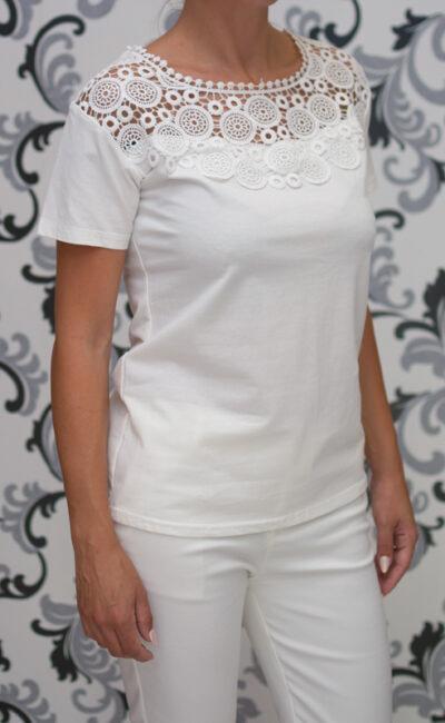 Бяла блуза с дантела