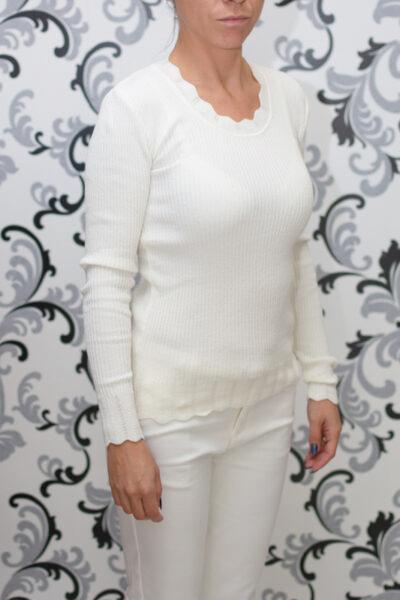 Бяла блуза - фино плетиво