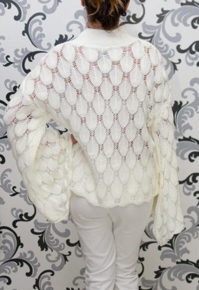 Бяла ажурена блуза