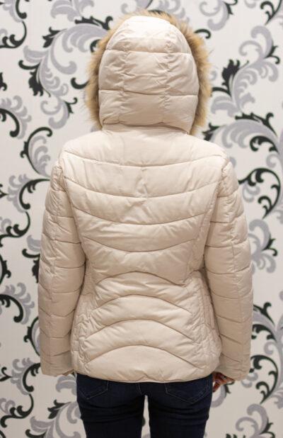 Бяло зимно яке