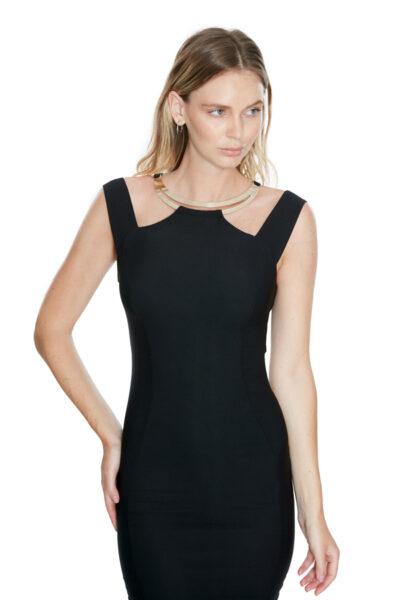 вталена черна рокля