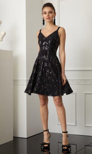 черна разкроена рокля