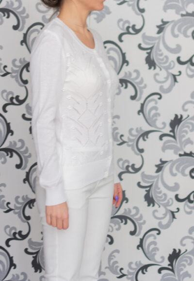 бяла плетена жилетка