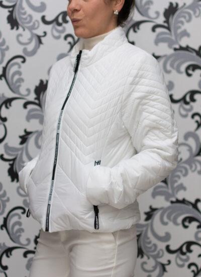 Бяло тънко яке