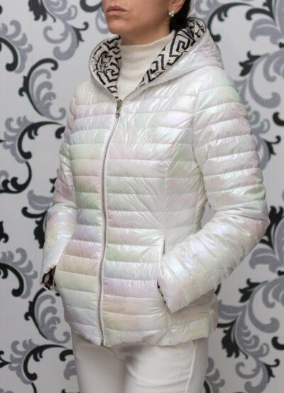 Бяло пролетно яке с качулка