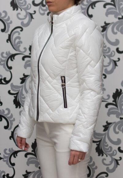 Пролетно яке - бял лак
