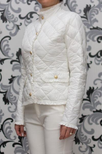 Бяло яке със златисти копчета 1