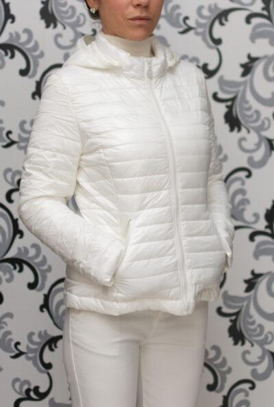 Бяло яке с качулка 2021