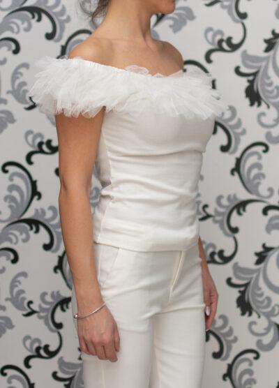 Бяла дамска блуза с къдри