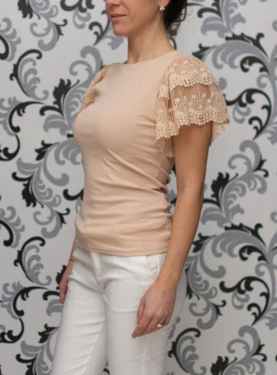 Бежова блуза с дантела