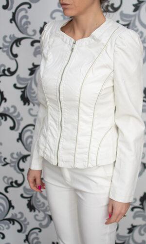 Бяло кожено яке