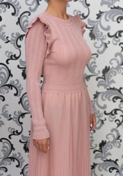 Розова дълга плетена рокля с тюл 1